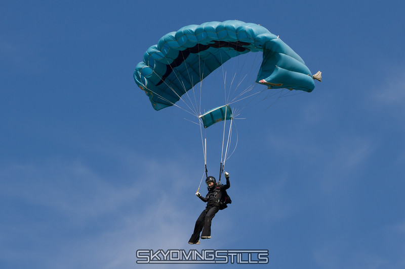 Uh oh. Montana has a tension knot or something holding her slider up. Published n Parachutist, January 2015.