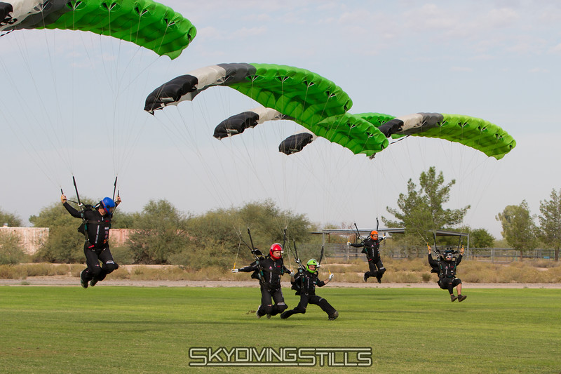 """Airspeed swoops side by side. <br><span class=""""skyfilename"""" style=""""font-size:14px"""">2015-10-26_skydive_eloy_0370</span>"""