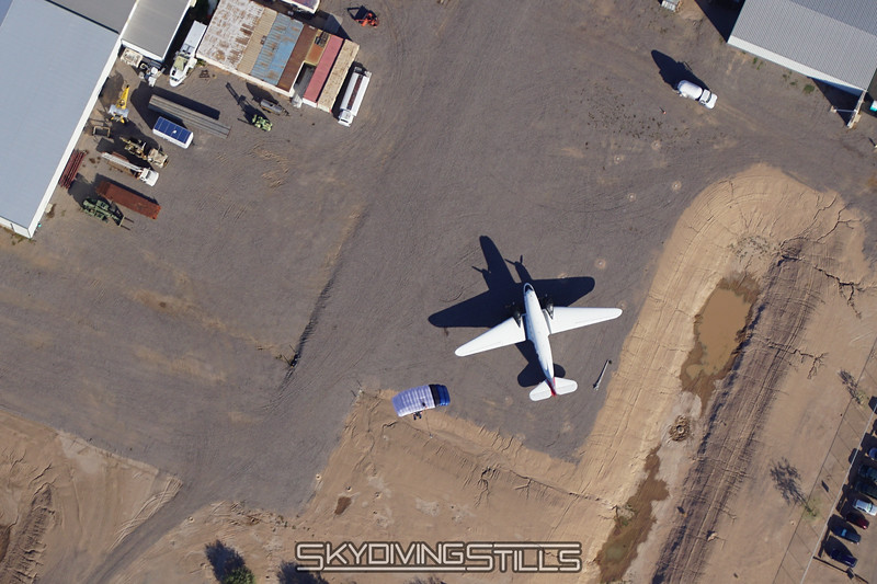 """Will over the DC-3. <br><span class=""""skyfilename"""" style=""""font-size:14px"""">2015-10-27_skydive_eloy_0306</span>"""