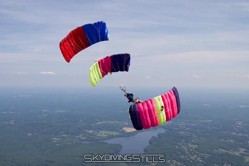 "Dragplane.<br><span class=""skyfilename"" style=""font-size:14px"">2015-06-14_skydive_cpi_2755</span>"