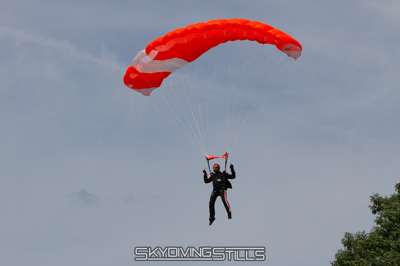 "Mike on final.<br><span class=""skyfilename"" style=""font-size:14px"">2015-08-29_skydive_cpi_0008</span>"