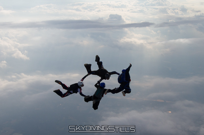 "Katie has officially replaced Will on the 4-way team.<br><span style=""font-size:14px"">2015-08-30_skydive_cpi_0554</span>"