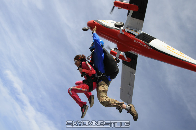 """Maliha's tandem with Jon.<br><span style=""""font-size:14px"""">2015-04-19_skydive_cpi_0978</span>"""