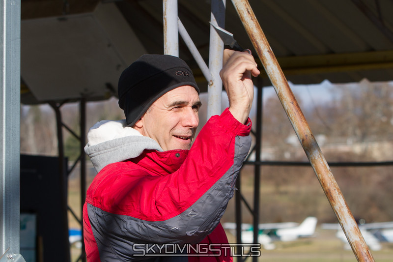 "Rob tries out his new throwing knives. Yes, Rob has throwing knives. Watch out. <br><span class=""skyfilename"" style=""font-size:14px"">2016-01-02_skydive_cpi_0002</span>"