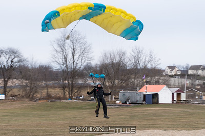 Rob aims for the peas. 2016-12-11_skydive_cpi_0054