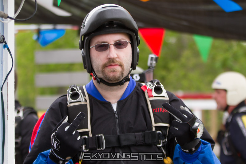 """That's how Shawn says hi. <br><span class=""""skyfilename"""" style=""""font-size:14px"""">2016-05-21_skydive_cpi_1054</span>"""