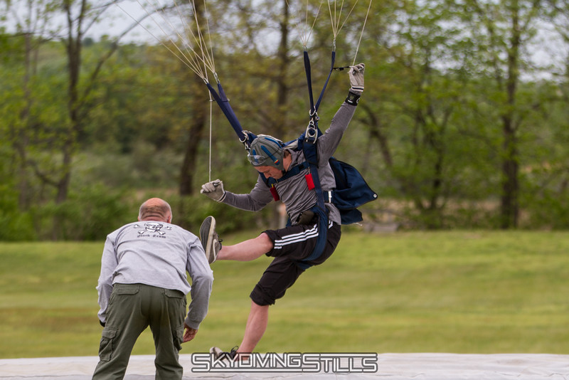 """The youngster shows the geezers how it's done. <br><span class=""""skyfilename"""" style=""""font-size:14px"""">2016-05-21_skydive_cpi_1252</span>"""