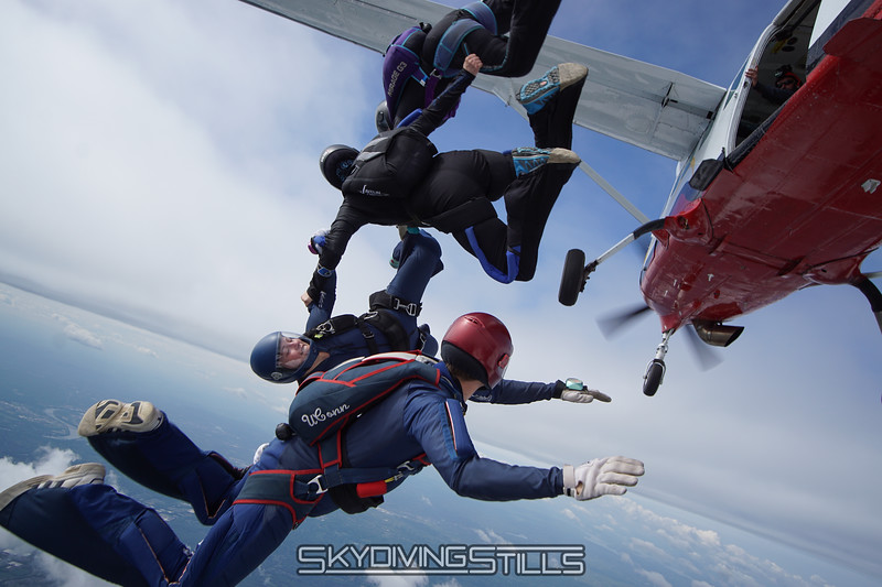"""Just like the dirt dive. <br><span class=""""skyfilename"""" style=""""font-size:14px"""">2016-05-22_skydive_cpi_0479</span>"""
