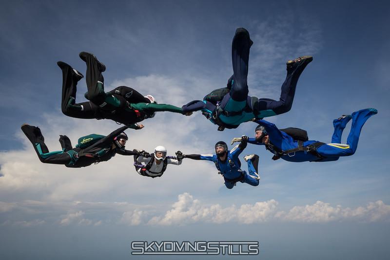 "A round from below. <br><span class=""skyfilename"" style=""font-size:14px"">2016-05-28_skydive_cpi_0239</span>"