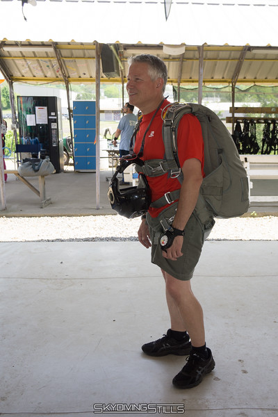 "Mark demos his new Velo 430. <br><span class=""skyfilename"" style=""font-size:14px"">2016-05-28_skydive_cpi_0002</span>"