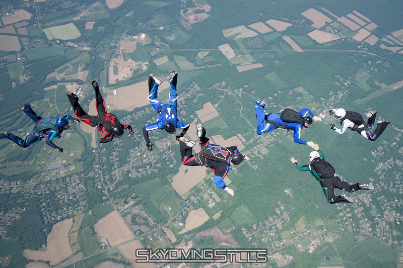 """Everybody flies through. <br><span class=""""skyfilename"""" style=""""font-size:14px"""">2016-05-28_skydive_cpi_0071</span>"""