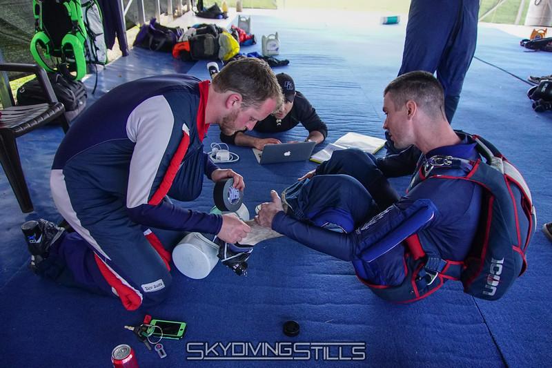 "Prepping the smoke. <br><span class=""skyfilename"" style=""font-size:14px"">2016-04-23_skydive_cpi_0003</span>"