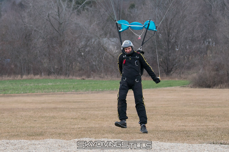 """Rob comes up just short of the peas. <br><span class=""""skyfilename"""" style=""""font-size:14px"""">2017-01-14_skydive_cpi_0675</span>"""