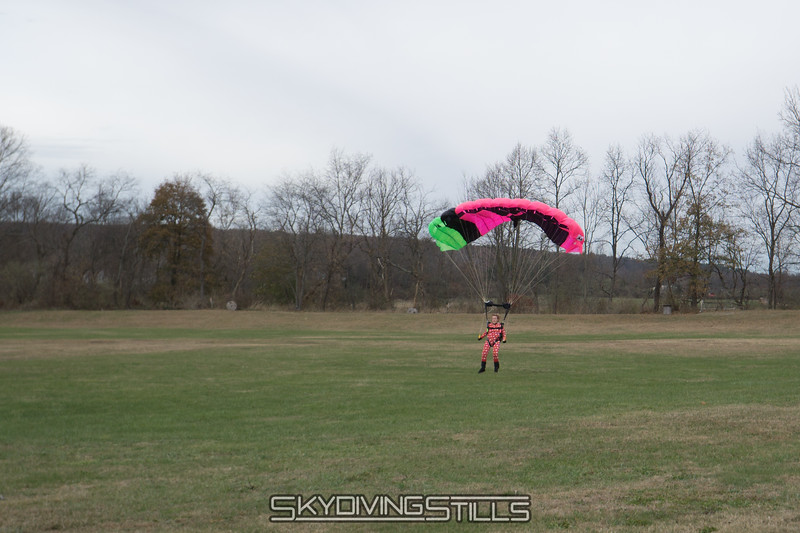 "Cindy Lou Who lands. <br><span class=""skyfilename"" style=""font-size:14px"">2017-11-18_skydive_cpi_0100</span>"