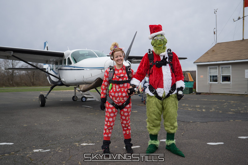 "Cincy Lou Who and the Grinch. <br><span class=""skyfilename"" style=""font-size:14px"">2017-11-18_skydive_cpi_0005</span>"