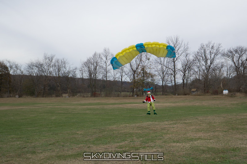 "Grinch touches down. <br><span class=""skyfilename"" style=""font-size:14px"">2017-11-18_skydive_cpi_0093</span>"