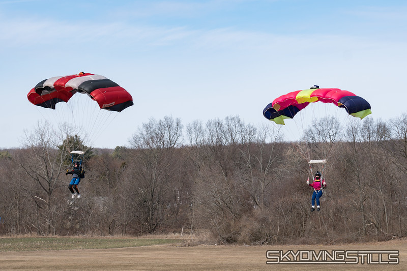 """Landing side by side. <br><span class=""""skyfilename"""" style=""""font-size:14px"""">2018-02-17_skydive_cpi_0279</span>"""