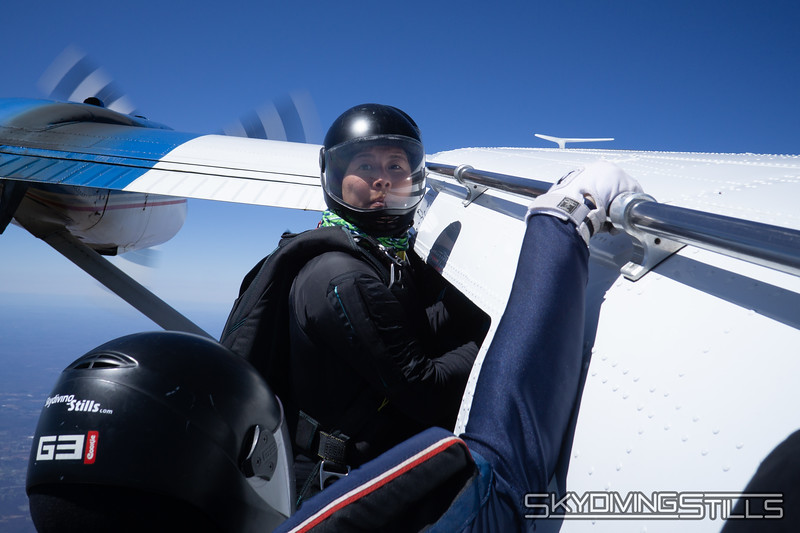 "Andrew gets out of the way so Monique can geek. <br><span class=""skyfilename"" style=""font-size:14px"">2018-04-22_skydive_cpi_0328</span>"