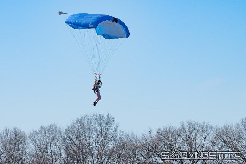 Rhi Rhi demos a Fluid Wings canopy.