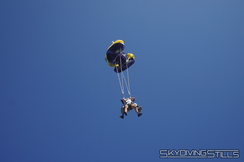 "Yoink! <br><span class=""skyfilename"" style=""font-size:14px"">2019-08-04_skydive_cpi_1155</span>"