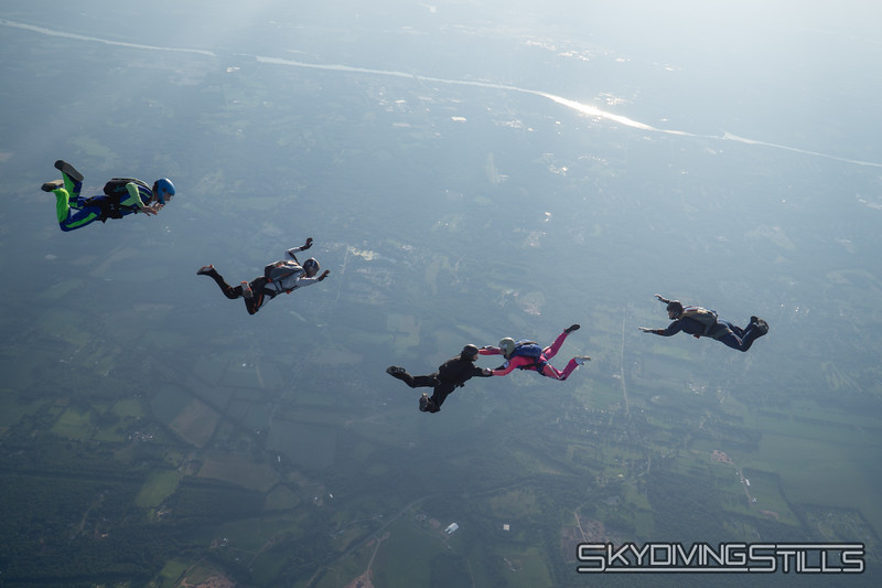"""Approaching the base. <br><span class=""""skyfilename"""" style=""""font-size:14px"""">2019-08-04_skydive_cpi_1392</span>"""