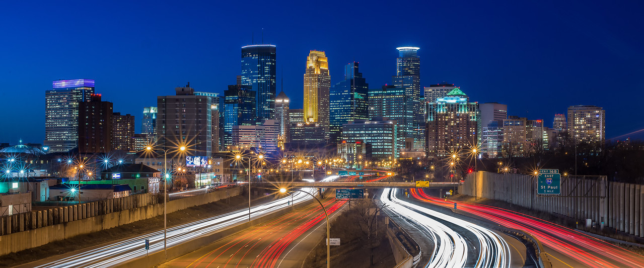 The Minneapolis Skyline entering from 35W South.