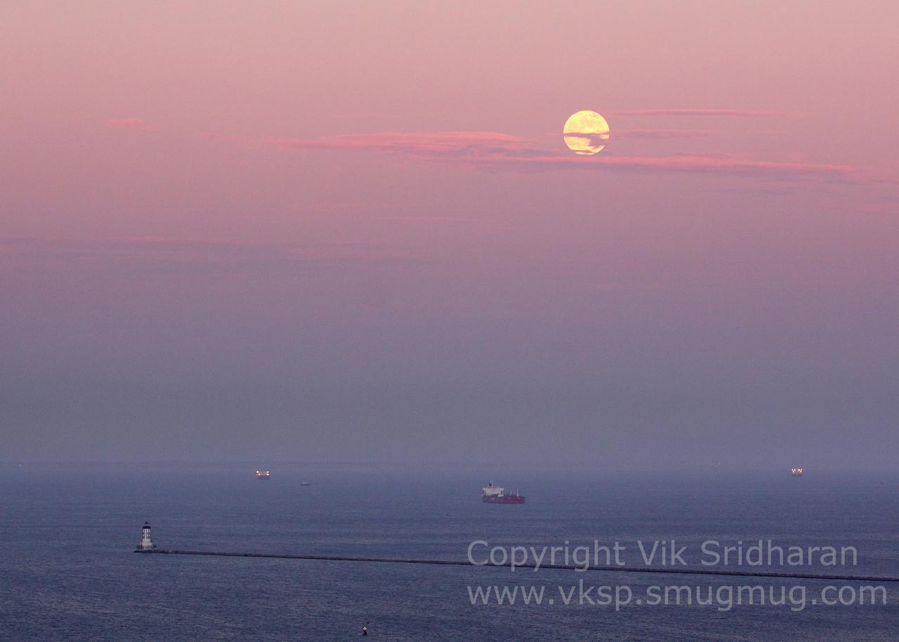 http://www.vksphoto.com/Skyscapes/Moon-Shots/i-cWZMhDM/0/X2/IMG_3408-X2.jpg