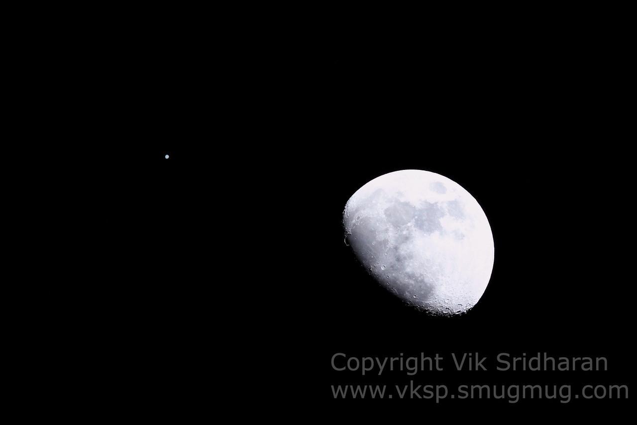 http://www.vksphoto.com/Skyscapes/Moon-Shots/i-xVC72DF/0/X2/IMG_3250-X2.jpg