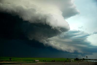 Looming Shelf Cloud