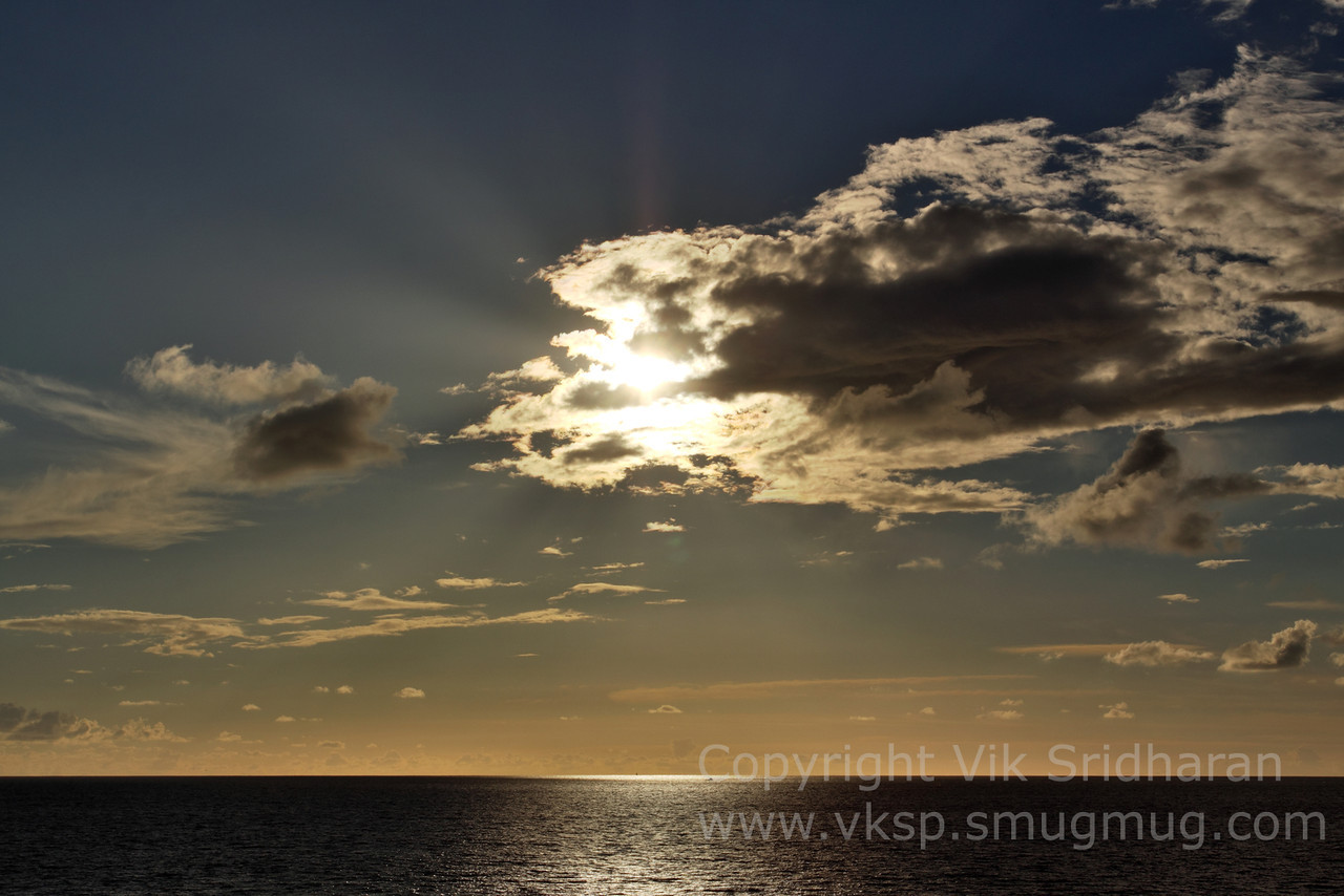 http://www.vksphoto.com/Skyscapes/Sunsets/i-FKtxLQB/0/X2/IMG8323-X2.jpg