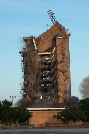 Skyscraper Bank Building Implosion_017