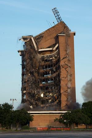 Skyscraper Bank Building Implosion_016