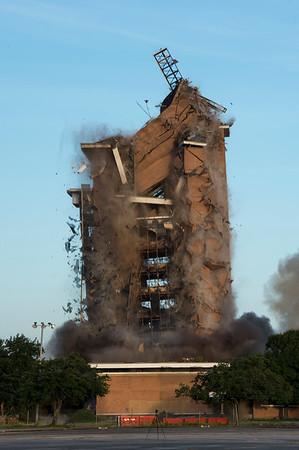 Skyscraper Bank Building Implosion_018