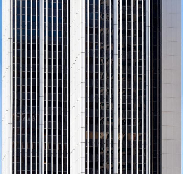 White lines Skyscraper 2015