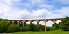 ... roklinu a potok prekleňuje tento impozantný železničný most.