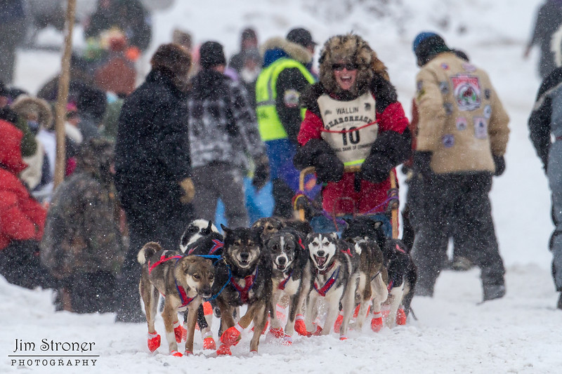 Colleen Wallin at start of 2014 John Beargrease Marathon race