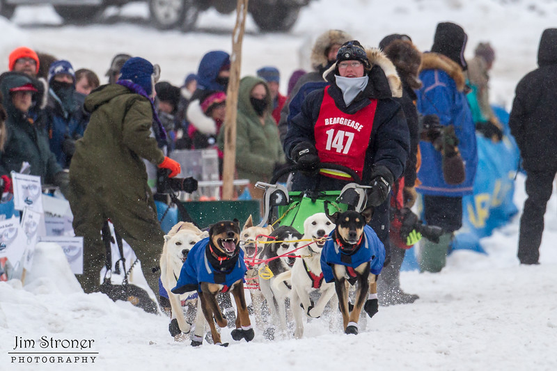 Leanne Bergen at start of 2014 John Beargrease Mid-Distance race