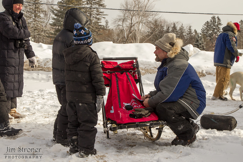 Jerry Papke talking to fans before the 2014 John Beargrease Mid-Distance race