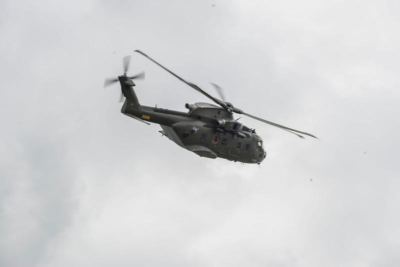 Tak for interessen signalerer helikopteren efter øvelsen