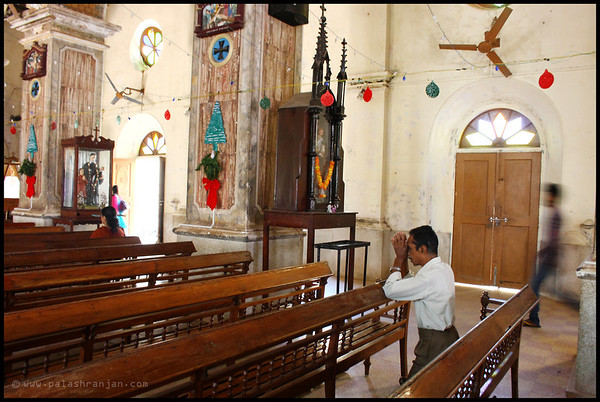 A lone person praying at the Santa Cruz Basilica