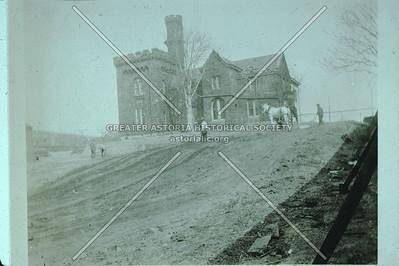 Bodine Castle, Vernon Blvd, Ravenswood