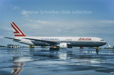 1995-09 OE-LAU Boeing 767-300 Lauda Air; Vietnam Airlines