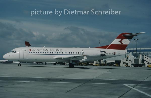 1998-03 OE-LFR Fokker 70 Austrian Airlines
