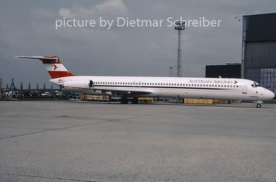 2001-08 OE-LMB MDD MD80 Austrian Airlines