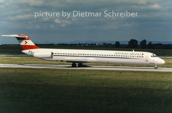 2001-09 OE-LMA MDD MD80 Austrian Airlines