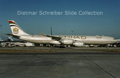 2009-07 A6-EHD  Airbus A340-500 Etihad