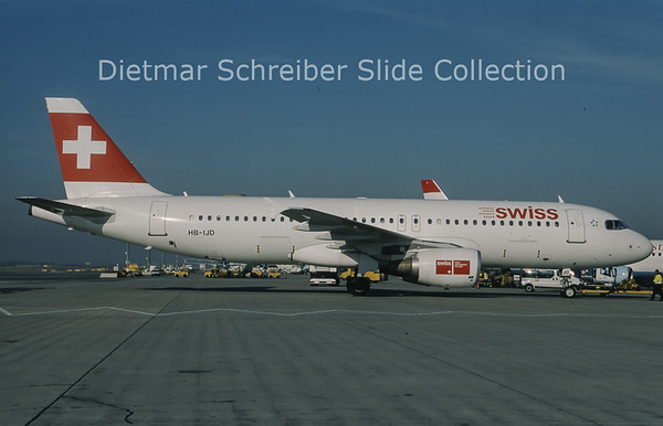 2010-11 HB-IJD Airbus A320 Swiss