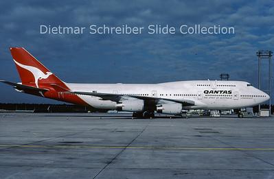 2001-09 VH-OJM Boeing 747-438 (c/n 25245) Qantas