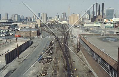 LIC LIRR  yard tracks, facing Manhattan, Hunters Point