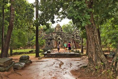 Rain-sicked path to Ta Som ruins